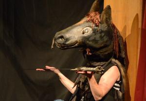 Frau Kroemer als Pferd